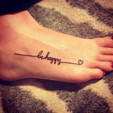 Tattoos Am Fuß Schriftzug - schriften tattoos ideen fu 223 coole ideen