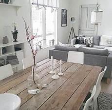 Kleines Wohnzimmer Mit Essplatz In Wei 223 Schwarz Und Holz