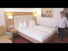 Bett Zur Machen - johannesbad hotels bettenmachen wie ein profi