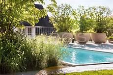 Garten Mit Nat 252 Rlichem Swimming Pool Gartengestaltung