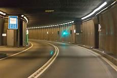 St Gotthard Tunnel - tunnel routier du gothard wikip 233 dia