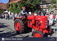 fahr oldtimer traktor festumzug erntedankfest weinfest