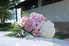 ventouse voiture mariage ventouse voiture composition florale voiture mariage