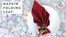 Papierservietten Falten Weihnachten - napkin folding tutorial how to fold a napkin into a leaf
