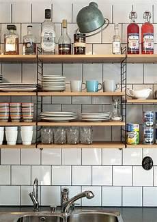 tutto scaffali tutto a vista in cucina mensole e scaffali aperti