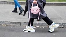 sneaker sind die neuen schuhe im trend stylingtipps