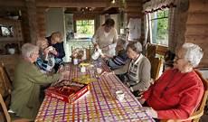 senioren wg bauernhof wohnen in zukunft senioren leben gemeinsam in einer wg