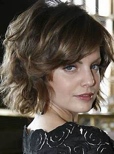 trends hairstyles cute short wavy haircuts