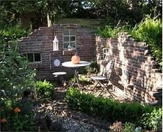 Alte Ziegelsteinmauern Im Garten Alte Ziegelsteinmauern Im