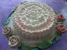decorazioni torte con panna montata come decorare una classica torta alla panna montata per creare dolci bellissimi che faranno dire