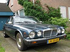 jaguar xj6 3 2l sovereign jaguar oldtimer 1983 xj6 4 2l sovereign cobalt bleu