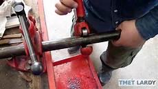 plomberie01 coupe pour couper du acier noir