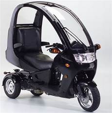 auto moto the auto moto zooms to the us 3 wheels with a 2 wheel motorcyle like experience gadget review