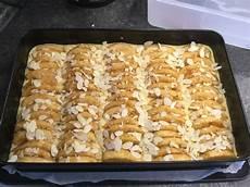 apfelkuchen blech schnell schneller apfelkuchen auf dem blech vonkrolock