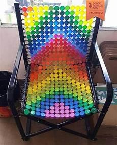 silla con tapas coloridas mobiliario pinterest tapas de botellas artesan 237 as con tapas de