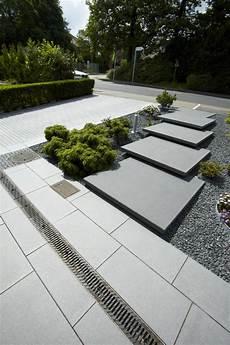 terrassenplatten auf treppe verlegen metten freischwebende stufen conceo freischwebende
