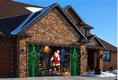 Garage Door Decorations by Tips How To Decorate Your Garage This Season