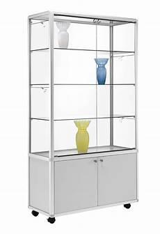 glas schiebetür abschliessbar rollbare glas vitrine mit abschlie 223 barem unterschrank