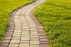 Pave Pour Allee De Jardin Installing Rubber Paver Blocks Doityourself