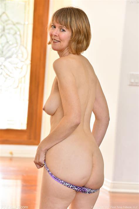 Short Mature Nude
