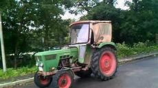 ein alter deutz traktor kurz nach reisensburg