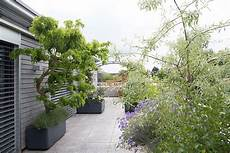 Terrassengestaltung Raschle Blumen Pflanzen Garten