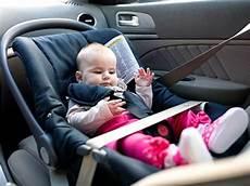 kindersitz für beckengurt kindersitz isofix oder gurt befestigung im auto adac