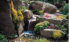 amenagement de jardin avec des pierres photos rock garden slopes