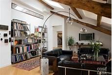 illuminazione travi a vista casabook immobiliare sottotetto una casa con travi a vista