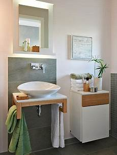spritzschutz bad waschbecken als spritzschutz wurden hier gro 223 e graue fliesen verklebt