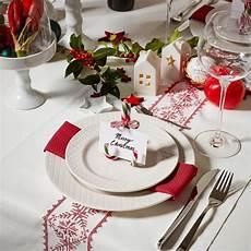 tischdeko weihnachten weiß klassisch in rot tischdeko zu weihnachten weihnachten
