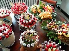 idee deco bonbon pour anniversaire brochettes fruits bonbons id 233 al pour une fontaine 224