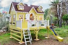 maison sur pilotis enfant grande maison sur pilotis avec toboggan