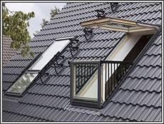 Dachfenster Mit Balkon Austritt Balkon House Und Dekor