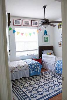 2 Bedroom Ideas For Small Rooms by Best 25 Shared Boys Rooms Ideas On Boys