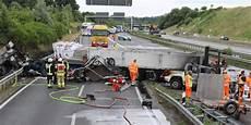 Lkw Unfall Am Autobahnkreuz L 252 Beck Fahrer Gestorben