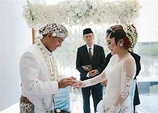 Wedding Shoes Indonesia weddings in indonesia a guide to customs and etiquette at
