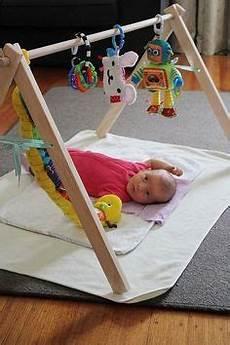 fabriquer support mobile bébé apprendre en s amusant fabriquer un portique mobiles