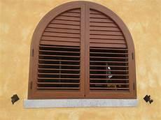 costruire persiane in legno realizzazione persiane ad olbia infissi olbia cesi