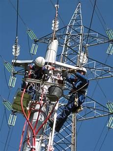 tralicci per antenne via i tralicci ma quelli radio il piano delle