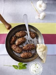 Arabische Küche Rezepte Kostenlos by T 252 Rkische K 246 Fte Mit Minz Joghurt Dip Rezept In 2019