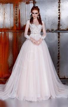 White Wedding Dresses History