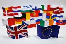 Symbole Der Eu - brexit symbol mit britischen und eu flagge der