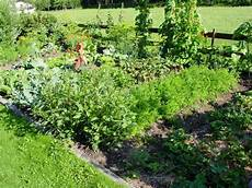 beispiele für terrassengestaltung bauerngarten anlegen bepflanzen und pflegen anleitung