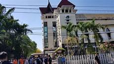 Berita Foto Melihat Lokasi Bom Di Gereja Santa Tak