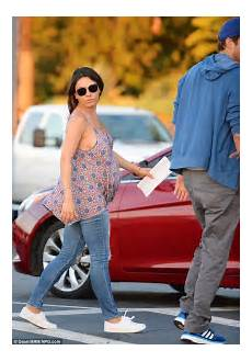 Gamis Kumis mila kunis wears pretty camisole as she catches a dodgers