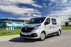 renault trafic 3 2017 renault trafic crew review photos caradvice