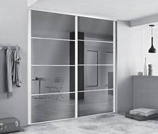 porte de chambre pas cher portes de dressing avec miroirs pour agrandir l espace
