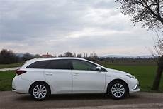 Test Toyota Auris Touring Sports Hybrid Lounge Alles Auto