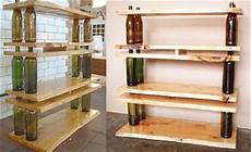 scaffale in legno fai da te tavolini e scaffali di legno e bottiglie
